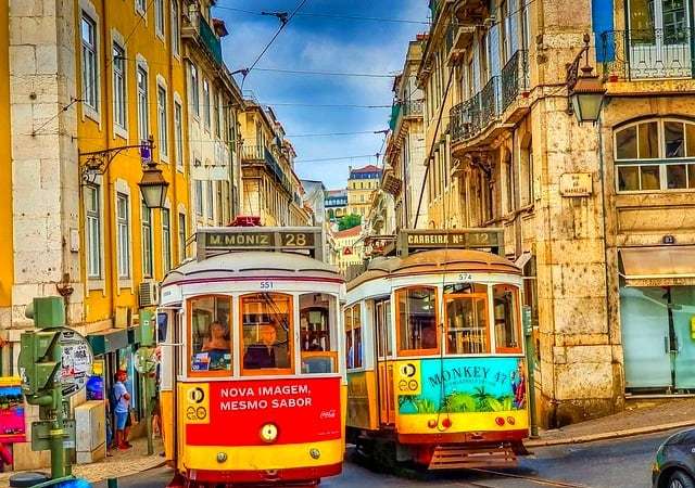 Discover the city of Lisbon from your couch. – Portugal
