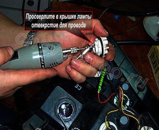 Установка светодиодов в заднюю фару Авео - Просверлите отверстия для проводки