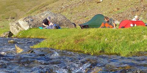 Camping in tranquil lakeside surroundings in the high peaks