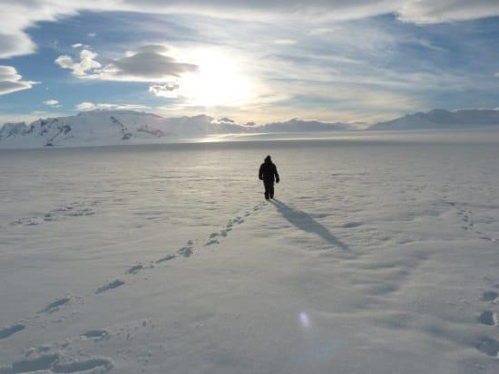 On the vast icecap below Paso Marconi