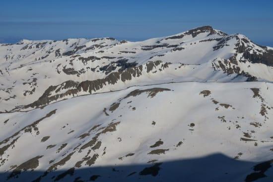 Avalanche debris and the spring snows eastwards to Veleta