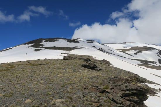 The upper snowfields of the Tajos de Peñón Negro ridge