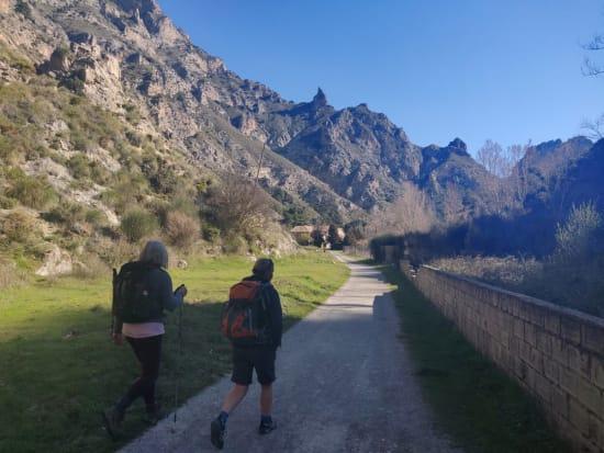 Start of the walk along the Rio Dilar