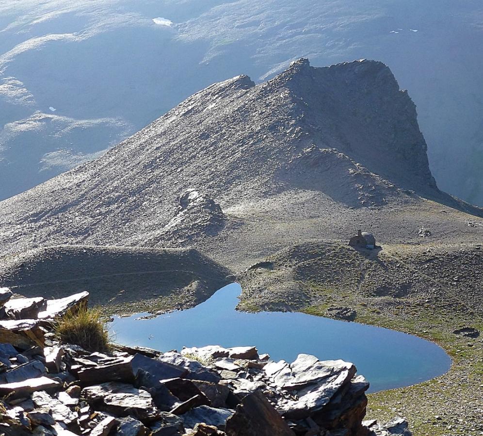 Mountain Lakes of the Sierra Nevada