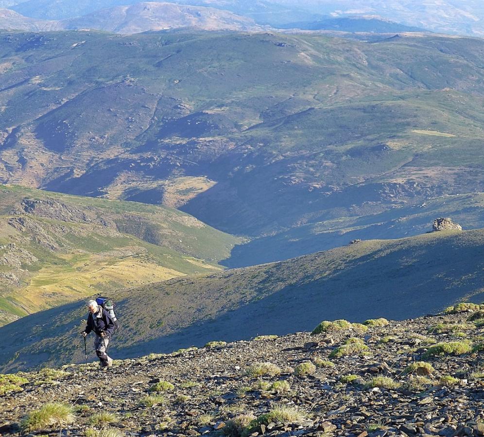 Tres Miles Trekking
