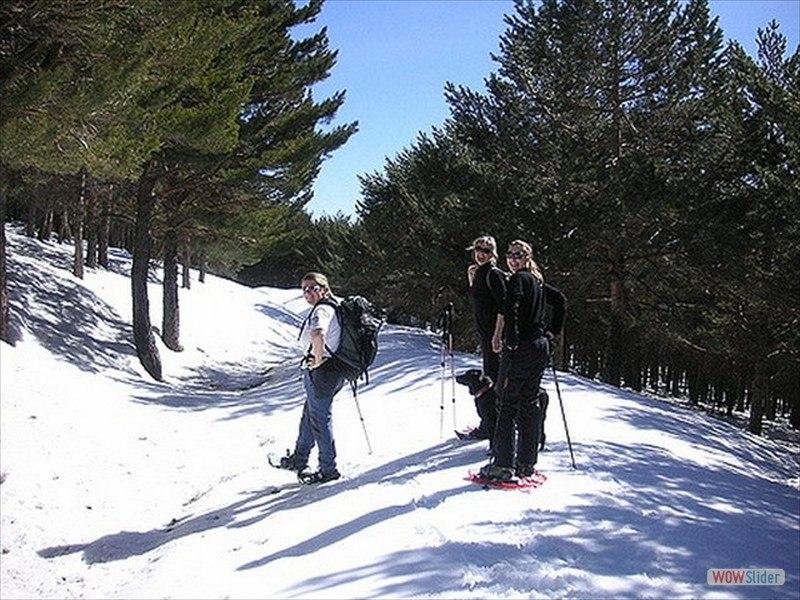 snowshoeing-13_3300313002_m-min