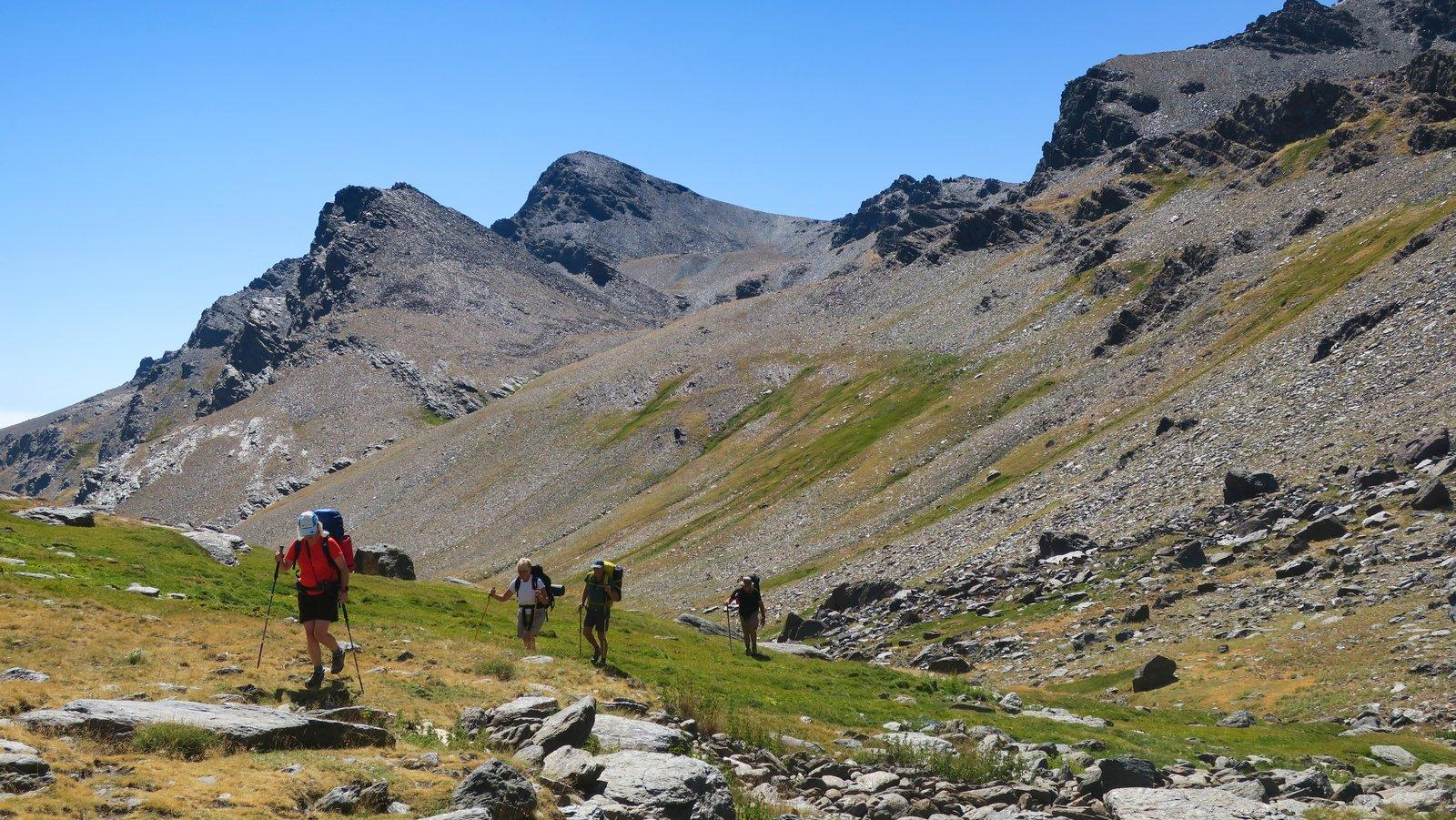 Cerro de Caballo behind as the valley opens out