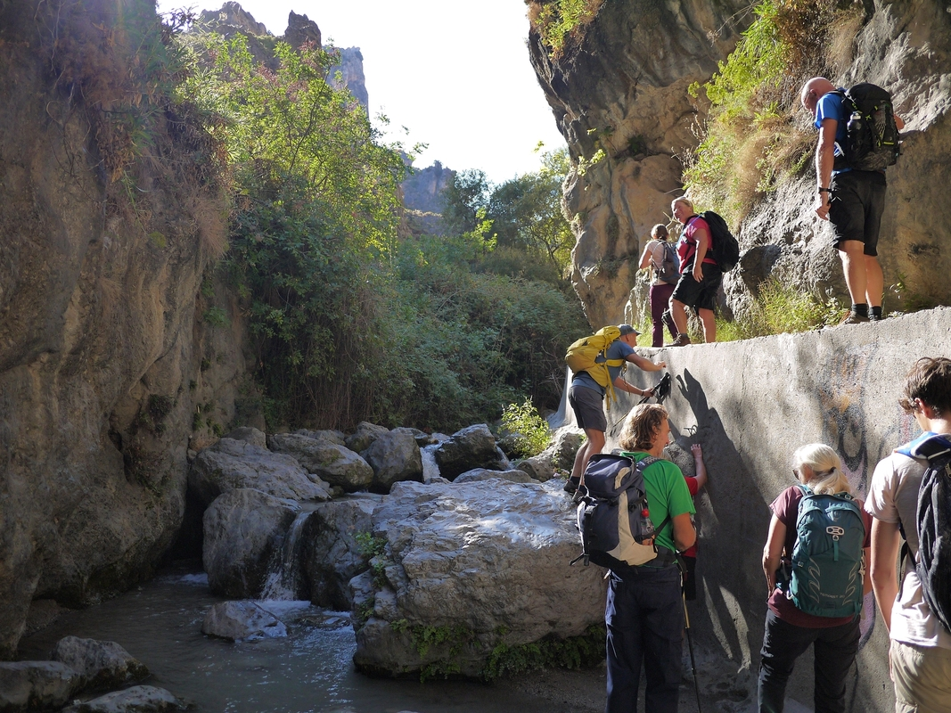 Negotiating an obstacle in the gorge