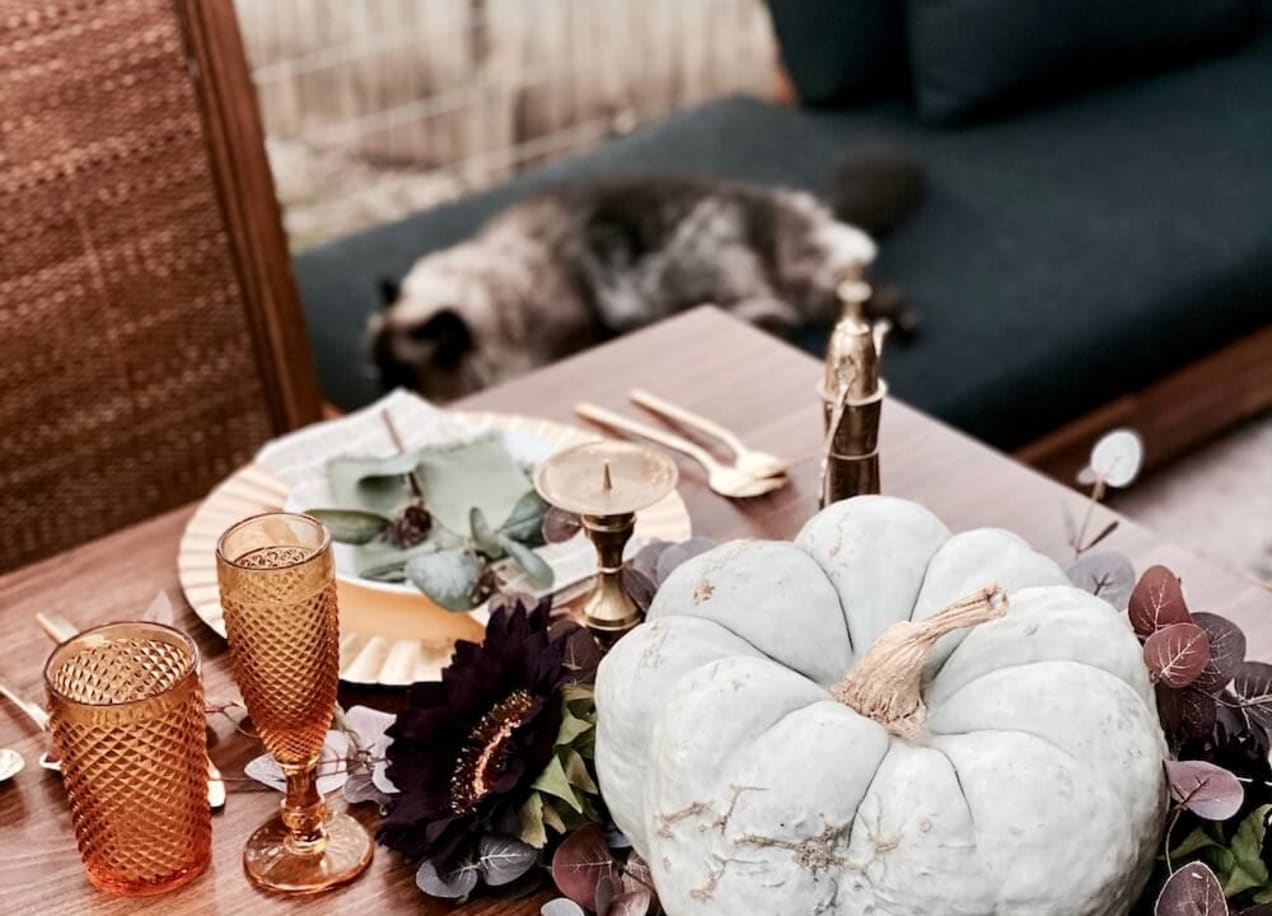 table setting thanksgiving with pumpkins and floral