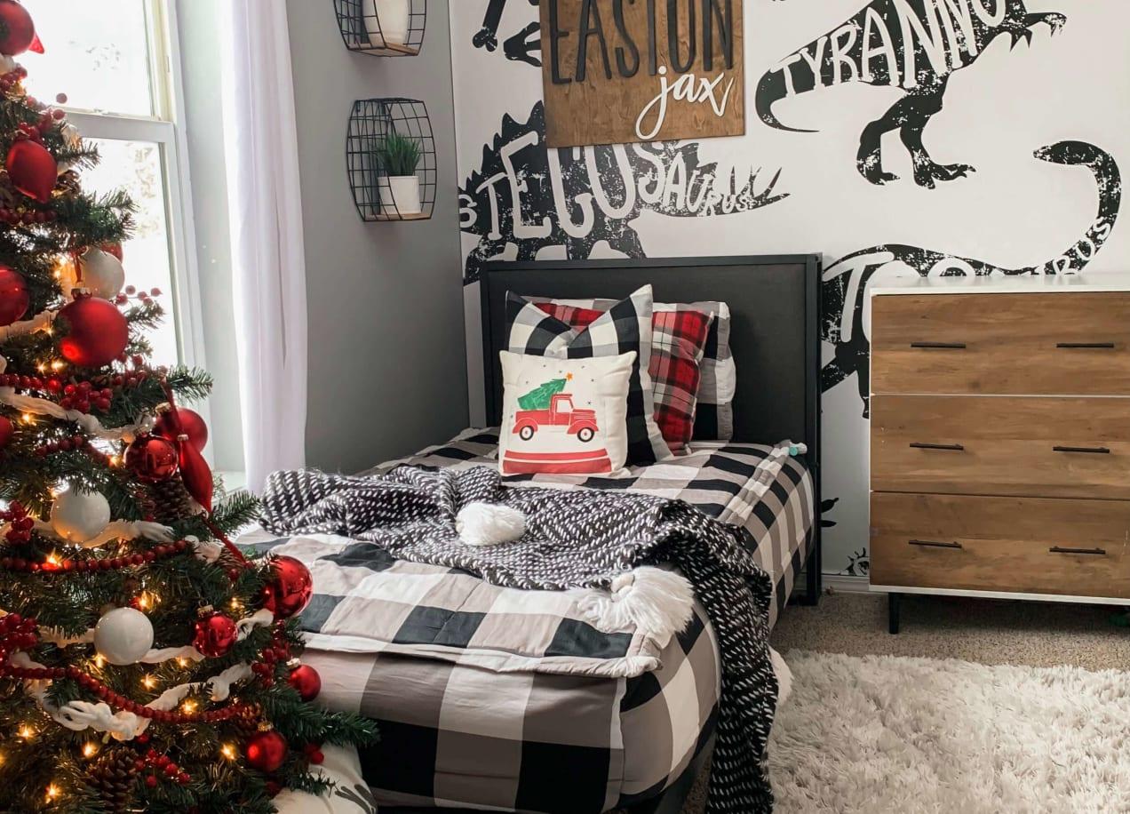 christmas decor in kids bedroom