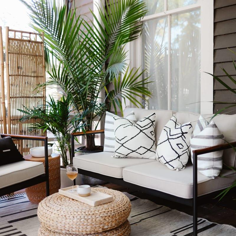 savannah outdoor set on patio