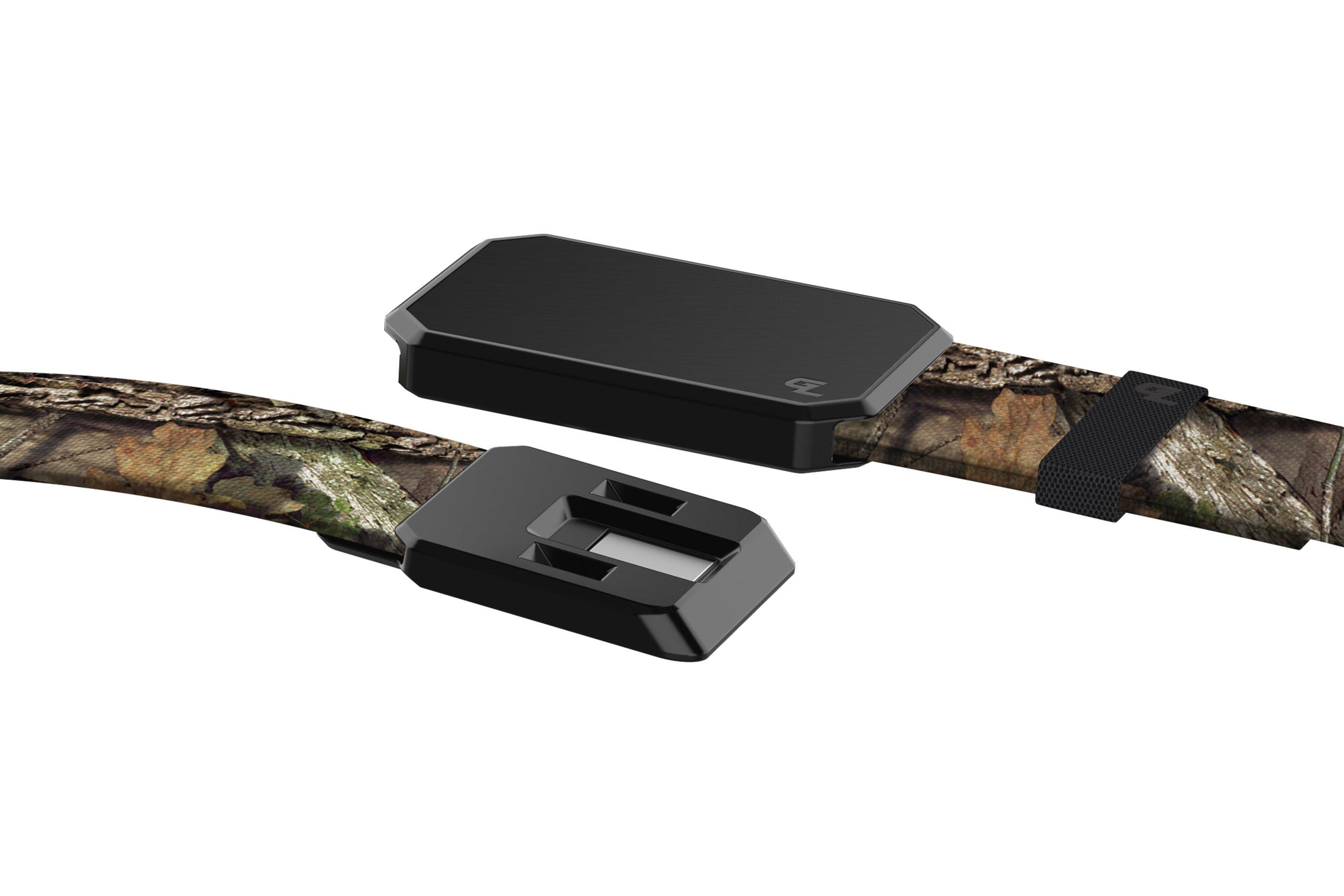 Groove Belt Mossy Oak Breakup Black close up on buckle