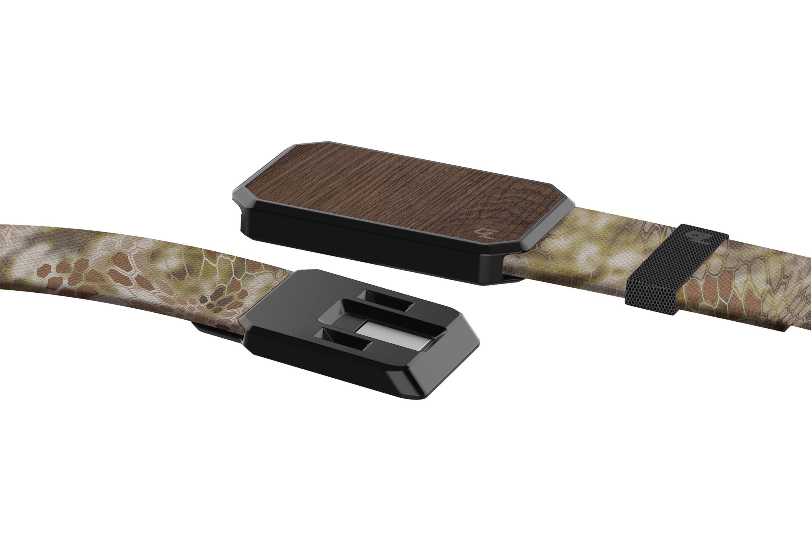 Groove Belt Kryptek Highlander Walnut close up on buckle