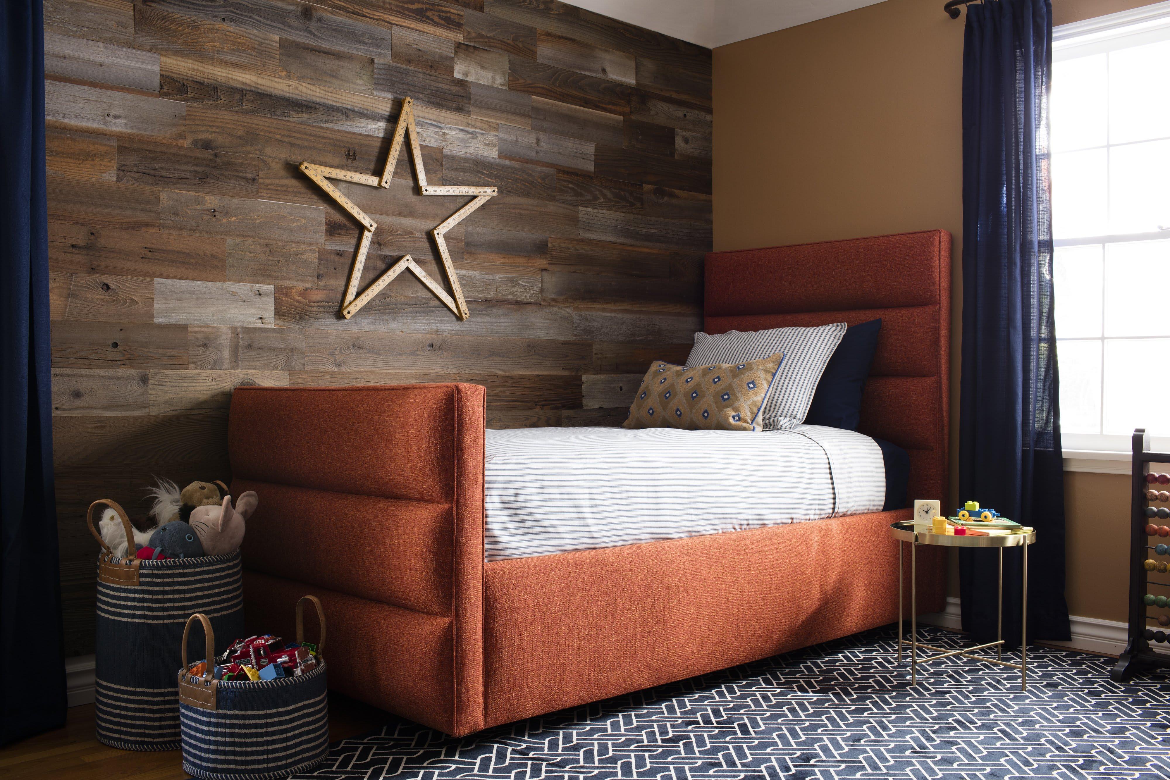 Reclaimed Sierra Silver peel and stick wood wall