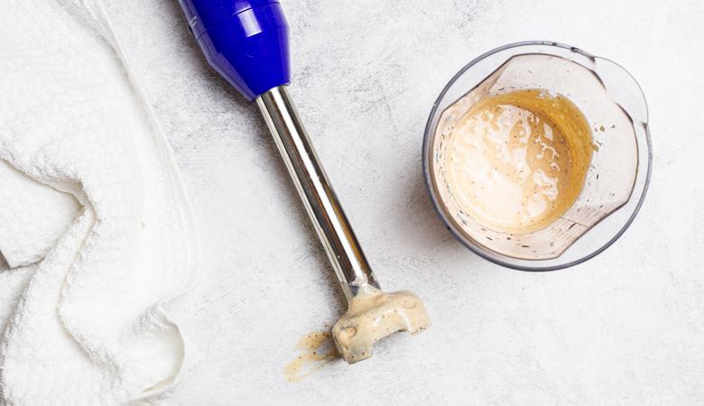 Vegan crema in immersion blender
