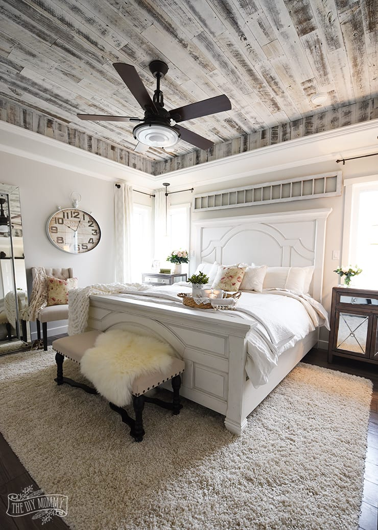 Tray bedroom ceiling filled with white reclaimed wood from Stikwood.
