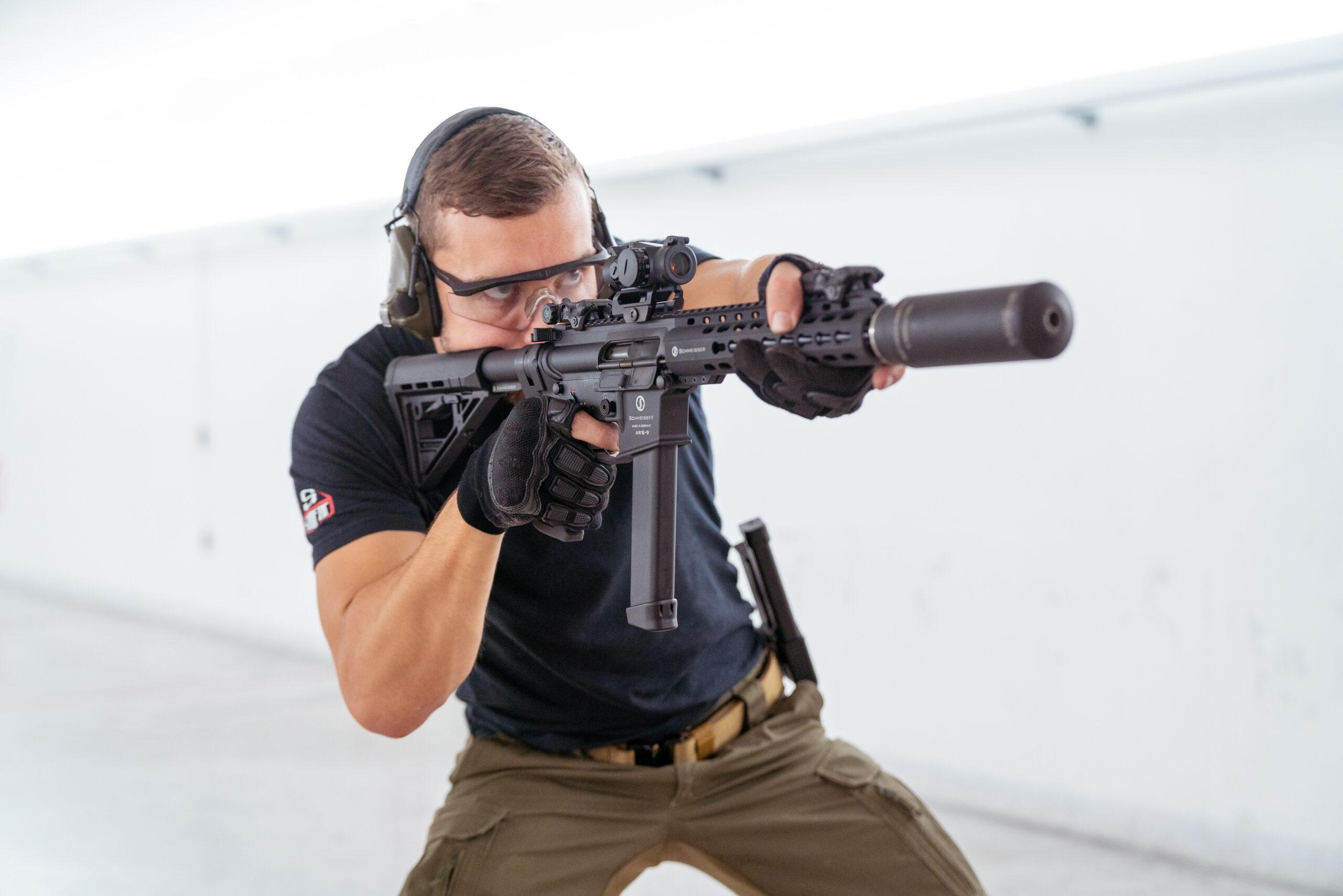 Schmeisser rifle held by man