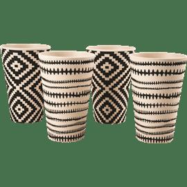 כוס שתייה במבוק טרופי