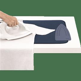 משטח לגיהוץ על שולחן
