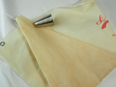 Pastry Bag with Large Tip