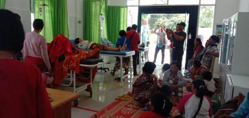 Sebanyak 32 warga Huta III Kandang Lembu Nagori Panombean Huta Urung, Kecamatan Jorlang Hataran, tiba-tiba diterpa penyakit sakit kepada dan perut. Kini, warga yang terdiri 10 anak-anak dan 22 warga dewasa, sedang menjalani perawatan di Puskesmas Tiga Balata.
