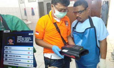 Tim Inafis Polres Simalungun saat melakukan identifikasi terhadap jenazah perempuan yang ditemukan meninggal di Sungai Silou Huta Padang.