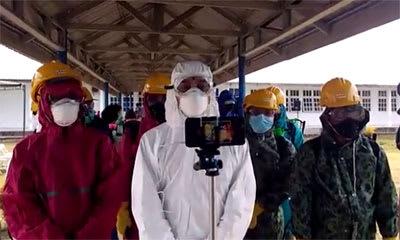 Bupati Simalungun JR Saragih saat  memberikan keterangan soal penyemprotan disinfektan di RSUD Perdagangan, Jumat 20 Maret 2020.