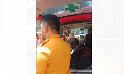 Tim SAR saat mengevakuasi jasad Heri ke mobil ambulan hendak dibawa ke RSU Kabanjahe.