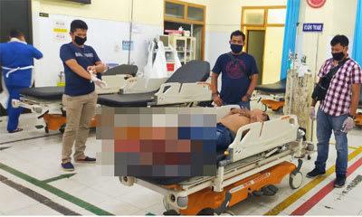 Tua, pelaku perampokan terhadap supir truk saat dibawa berobat ke rumah sakit atas luka tembakan di kakinya.