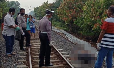Personel Satlantas Polres Sergai saat mengevakuasi jenazah Syahrul.