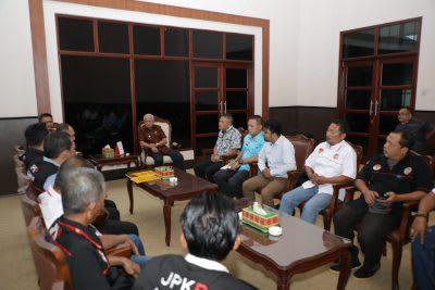 Bupati Asahan H Surya BSc, saat menerima audensi Pengurus JPKP Asahan, Jumat 28 Pebruari 2020.