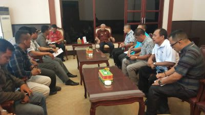 Bupati Asahan H Surya BSc, menerima kunjungan silaturahmi Forum Komunikasi Pendamping Lokal Desa (FKPLD) Kabupaten Asahan, Jumat 28 Pebruari 2020.