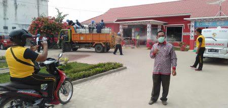Penyemprotan disinfektan yang dilakukan Karyawan PTPN IV Unit Kebun Dolok Ilir, Jumat 27 Maret 2020.