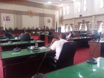 Suasana RDP di gedung DPRD Simalungun membahas anggaran penanganan covid-19, Rabu 15 April 2020.