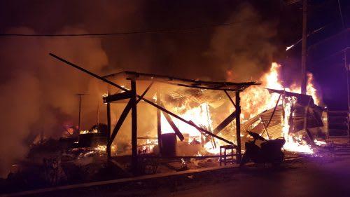 Api yang menghanguskan rumah warga Simpang Sirongit Kabupaten Toba, JUmat 31 Juli 2020,pagi.