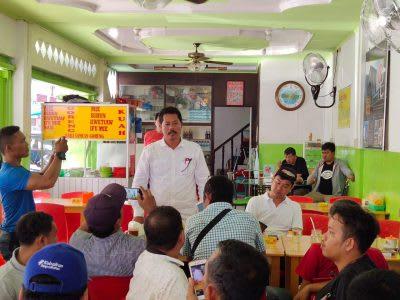 Benson Damanik saat memberikan penjelasan kepada puluhan wartawan terkait event Simalungun Road Race Seri 1, Rabu 11 Maret 2020.