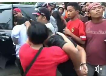 Suasana penggerebekan di Pemukiman Jalan Melanthon Siregar.