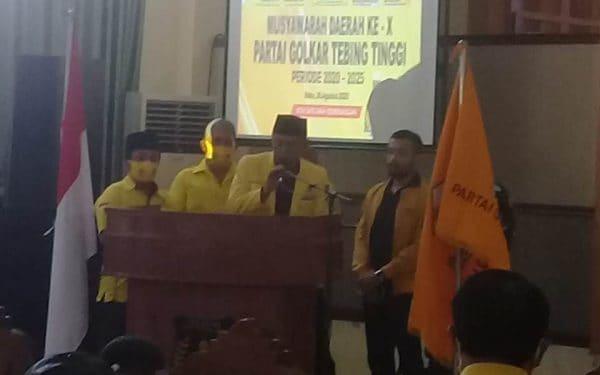 Basyaruddin Nasution SH saat menyampaikan kata sambutana usai terpilih menjadi Ketua DPD II Partai Golkar Tebing Tinggi.