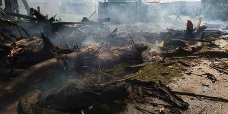 Puing-puing pohon tua yang terbakar di Jalan Sudirman Kota Tebing Tinggi.