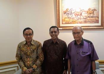 Syaiful Amin Lubis (tengah) bersama Buya Syafii (kanan)