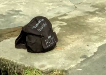 Tas hitam yang ditemukan di Jalan Melanton Siregar Kota Siantar, Sabtu (13/4)