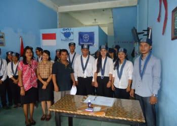 Pengurus Cabang GMKi Siantar-Simalungun foto bersama pengurus Komisariat GMKI FKI UHN usai acara pelantikan, Sabtu (20/1).