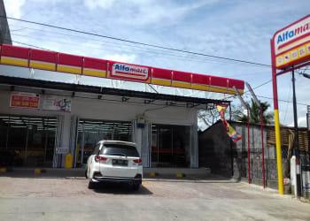 Alfamart di Jalan Pdt J Wismar Saragih, Kelurahan Bane Siantar, sudah beroperasi padahal belum punya izin usaha.