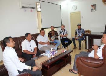 Walikota Siantar Hefriansyah saat menerima kunjungan pendataan pemilih oleh petugas PPDP dan Komisioner KPU Siantar.