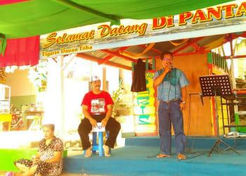 Ketua DPD Partai Perindo Simalungun, Baren Saragih saat memberi sambutan di acara ramah tamah, Jumat (19/1).