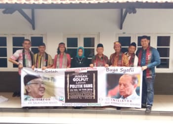 Relawan GDD dengan program Bara Pos Goro, Doddy J Siahaan, Syaiful Amin Lubis, Flora Marpaung Dwi Christianto, Charles Siahaan, Mikhael Sinaga, foto bersama dengan Gus Solah.