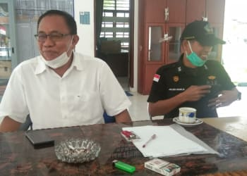 Koordinator Satuan Pelayanan (Korsatpel) Terminal Tipe A Tanjung Pinggir, Kota Pematangsiantar, Jumanter Pangaribuan dan Humas, Jhonliben Saragih.