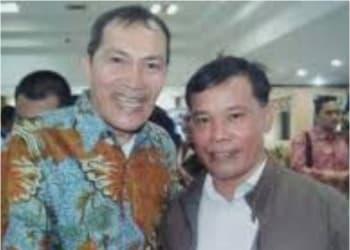 Yonge Sihombig (sebelah kanan)