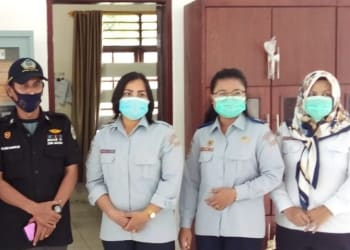 (Kiri) Anggota DPRD Sumut, Mangapul Purba, (no 2 kiri) Humas Satpel Terminal Type A Tanjung Pinggir, Jhonliben Saragih dan staf terminal.