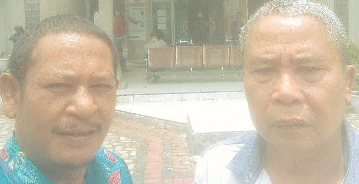Advokat Laurensius Sidauruk, SH (kiri) didampingi Aktivis Patunggung Simalungun, Herman Sipayung